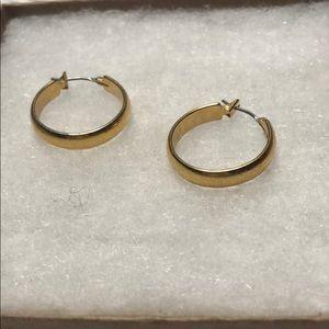 *6/$30* Gold small hoop earrings